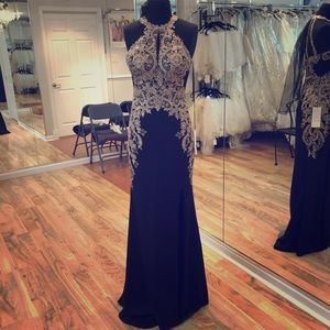 Dresses & Skirts - Long formal gown!!